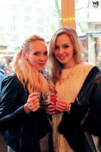 Girls drinking mulled wine in Düsseldorf
