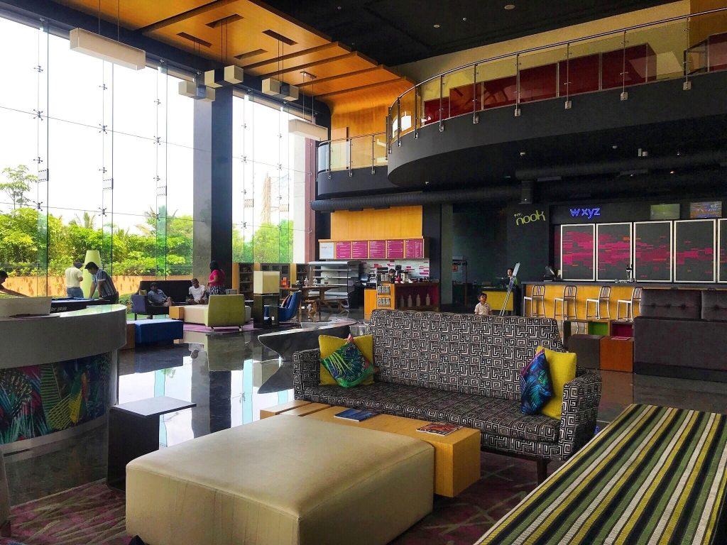 aloft Bangalore: lounge with pool full of life